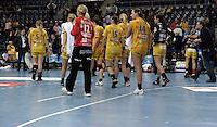 Handball 1. Bundesliga Frauen / Damen - DHB - Punktspiel - HC Leipzig (HCL) : Thüringer HC (THC) - Arena Leipzig - im Bild:    Abgang der HCL Damen vom Feld.   Foto: Norman Rembarz..Norman Rembarz , Autorennummer 41043728 , Augustenstr. 2, 04317 Leipzig, Tel.: 01794887569, Hypovereinsbank: BLZ: 86020086, KN: 357889472, St.Nr.: 231/261/06432 - Jegliche kommerzielle Nutzung ist honorar- und mehrwertsteuerpflichtig! Persönlichkeitsrechte sind zu wahren. Es wird keine Haftung übernommen bei Verletzung von Rechten Dritter. Autoren-Nennung gem. §13 UrhGes. wird verlangt. Weitergabe an Dritte nur nach  vorheriger Absprache. Online Nutzung ist separat kostenpflichtig !.
