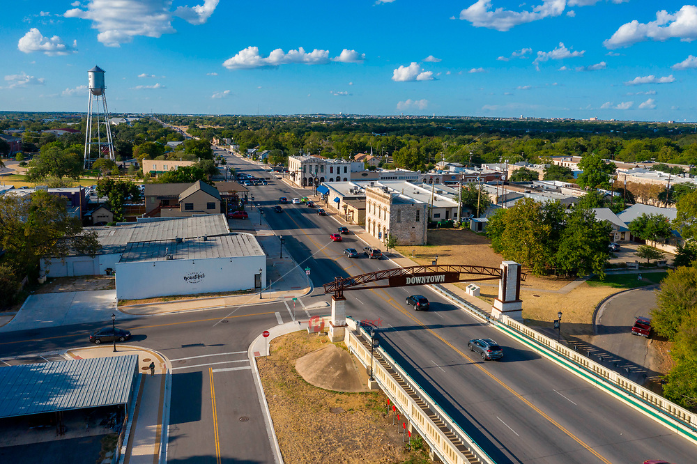 The entertainment district in Downtown Round Rock offers some of the best night life in Central Texas with live music bars, upscale and casual dining options.