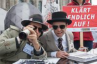 """Unter dem Motto """"NSA-Skandal aufklaeren, statt Akten schwaerzen"""" veranstaltete die Kampagnen-Organisation campact am Donnerstag den 25. September 2014 vor der Sitzung des NSA-Untersuchungsausschuss auf der Wiese vor dem Reichstag eine Aktion fuer die Freigabe aller Akten im NSA-Skandal.<br /> Zwei campactmitglieder stellten je einen Geiheimdienstmitarbeiter der NSA und des Bundesnachrichtendienst dar, die u.a. mit schwarzem Filzstift Akten schwaerzten.<br /> Die Mitglieder des Untersuchungsausschuss hatten fuer ihre Arbeit von am Skandal beteiligten Geheimdiensten Akten bekommen, die zum Teil komplett geschwaerzt waren und nur das Datum der Freigabe im Jahr 2048 zu lesen waren.<br /> Zu dieser Aktion hatte campact Untersuchungsausschussmitglieder aller Parteien eingeladen, jedoch kamen nur Susanne Mittag (SPD), Martina Renner (Linkspartei) und Konstantin von Notz (B90/Die Gruenen).<br /> campact ueberreichte den drei Abgeordneten 125.651 Unterschriften gegen die Ueberwachung der Bevoelkerung durch die Geheimdienste.<br /> 25.9.2014, Berlin<br /> Copyright: Christian-Ditsch.de<br /> [Inhaltsveraendernde Manipulation des Fotos nur nach ausdruecklicher Genehmigung des Fotografen. Vereinbarungen ueber Abtretung von Persoenlichkeitsrechten/Model Release der abgebildeten Person/Personen liegen nicht vor. NO MODEL RELEASE! Don't publish without copyright Christian-Ditsch.de, Veroeffentlichung nur mit Fotografennennung, sowie gegen Honorar, MwSt. und Beleg. Konto: I N G - D i B a, IBAN DE58500105175400192269, BIC INGDDEFFXXX, Kontakt: post@christian-ditsch.de<br /> Urhebervermerk wird gemaess Paragraph 13 UHG verlangt.]"""