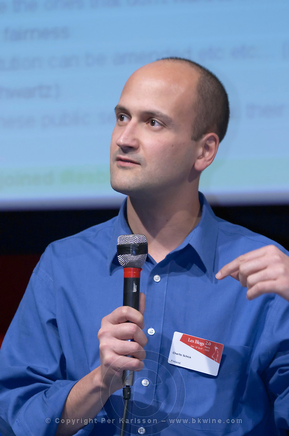 Charlie Schick of Cognections, at the Les Blog conference in Paris December 2005 on blogging, new media and internet strategy