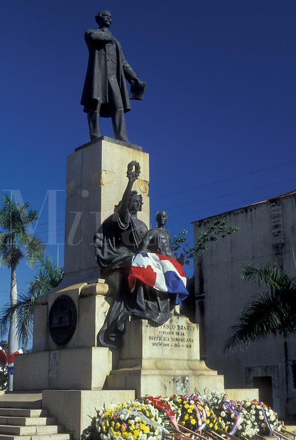 AJ2310, Dominican Republic, Caribbean, Santo Domingo, Caribbean Islands, Statue of Juan Pablo Duarte (father of the country) in Santo Domingo the capital city of the Dominican Republic.