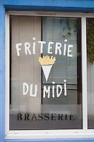 France, Pas-de-Calais (62), Côte d'Opale, Calais: Enseigne friterie  //  France, Pas de Calais, Cote d'Opale (Opal Coast),  Calais: teaches chip shop