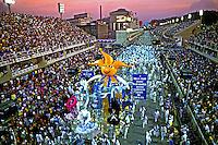 Desfile de carnaval da Beija Flor, Rio de Janeiro. 1987. Foto de Juca Martins.