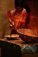 28.10.2007 Varanasi(Uttar Pradesh)<br /> <br /> Young girl selling offering of flowers and candle to put in ganga.<br /> <br /> Jeune fille vendant des offrandes de fleurs et de bougies pour mettre sur le gange.