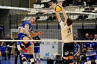 24-03-2021: Volleybal: Amysoft Lycurgus v Sliedrecht Sport: Groningen , Lycurgus speler Dennis Borst slaat de bal langs het blok