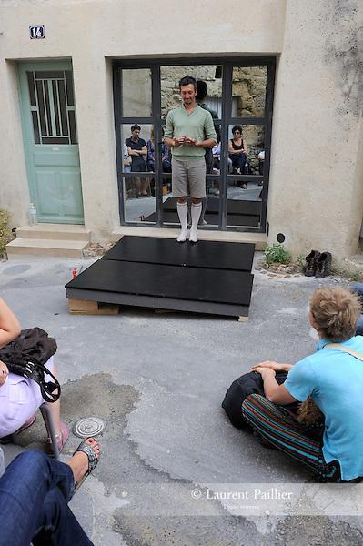 """Uzes Danse Festival 2010<br /> Confidences / Marc Vincent, ARTEFACTDANSE<br /> <br /> Confidence 2 : Laurent Pichaud, présente seul """"feignant""""<br /> Le 12/06/2010<br /> Uzes<br /> © Laurent Paillier / photosdedanse.com<br /> All rights reserved"""