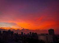 CALI - COLOMBIA, 15-08-2021: Amancecer visto desde el Oeste de cali. / Dawn seen from Cali west. Photo: VizzorImage / Gabriel Aponte / Staff