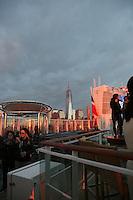 Sail Away Party auf der Norwegian Breakaway im Hudson River gegenüber Manhattan und dem Freedom Tower am World Trade Center