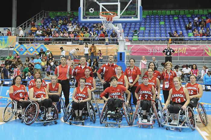 Guadalajara 2011 - Wheelchair Basketball // Basketball en fauteuil roulant.<br /> Team Canada wins the silver medal after playing Team USA in the Gold Medal Game // Équipe Canada remporte la médaille d'argent après avoir affronté l'équipe des États-Unis dans le match pour la médaille d'or. 11/18/2011.
