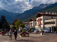 Kirchplatz in Algund bei Meran, Region Südtirol-Bozen, Italien, Europa<br /> Church Square, Lagundo near Merano, Region South Tyrol-Bolzano, Italy, Europe