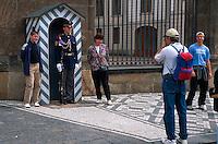 Wachposten vor Hradschin, Prag, Tschechien, Unesco-Weltkulturerbe.