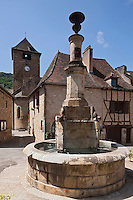 Europe/Europe/France/Midi-Pyrénées/46/Lot/Autoire: Fontaine du villmage et  église romane Saint-Pierre et Saint-Paul, XIesiècle, remaniée XVIIIesiècle