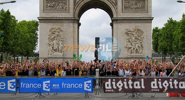 Fans at the Arc de Triomphe await the race to arrive the final Stage 20 of the 2010 Tour de France running 102.5km from Longjumeau to Paris Champs-Elysees, France. 25th July 2010.<br /> (Photo by Eoin Clarke/NEWSFILE).<br /> All photos usage must carry mandatory copyright credit (© NEWSFILE | Eoin Clarke)