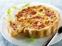 Slices of quiche Loraine whole