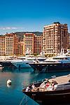 Frankreich, Provence-Alpes-Côte d'Azur, Cap-d'Ail: Grenzort zum Fuerstentum Monaco, Luxusyachten im Hafen Port de Cap-d'Ail | France, Provence-Alpes-Côte d'Azur, Cap-d'Ail: frontier town to Princedom Monaco, luxury yachts at harbour Port de Cap-d'Ail