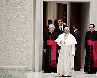 Papa Francesco arriva in Aula Paolo VI per tenere un'udienza speciale per i membri della Conferenza Episcopale italiana, CEI. Città del Vaticano, 5 gennaio 2017.<br /> Pope Francis arrives for a special audience with members of the Italian Episcopal Conference, CEI, in Paul VI Hall at the Vatican, on January 5, 2017.<br /> UPDATE IMAGES PRESS/Isabella Bonotto<br /> <br /> STRICTLY ONLY FOR EDITORIAL USE