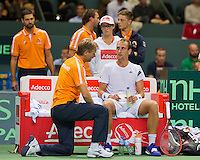 Switserland, Genève, September 18, 2015, Tennis,   Davis Cup, Switserland-Netherlands, Dutch Captain Jan Siemerink on the beng with Thiemo de Bakker<br /> Photo: Tennisimages/Henk Koster
