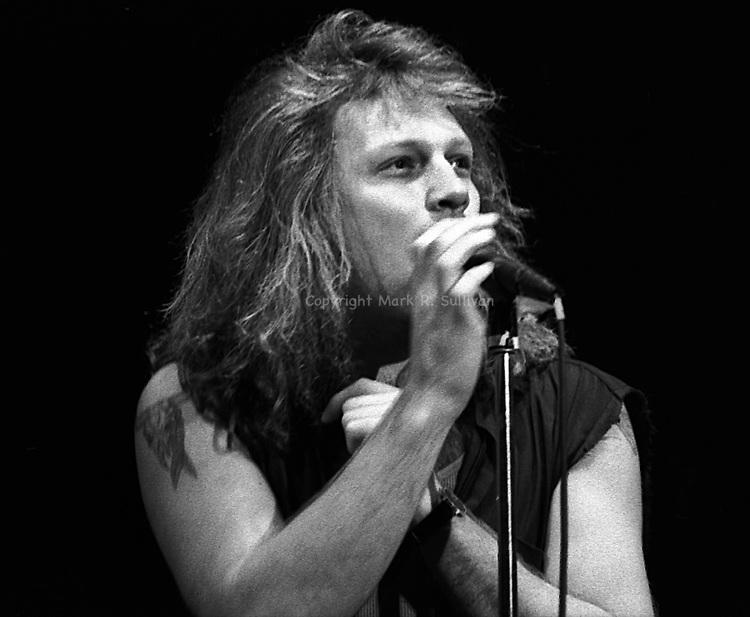 Jon Bon Jovi.Garden State Arts Center.Holmdel, NJ.1990