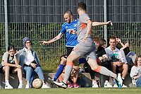 Lukas Weller (Königstädten) verteidigt gegen Philipp Traupel (Trebur) - Königstädten 19.09.2021: Alemannia Königstädten vs. SG Trebur-Astheim