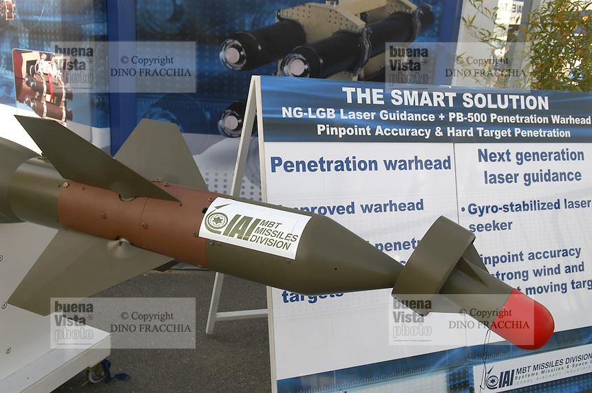 - stand Israeli Aeronautical Industry, laser guided bomb....- stand industria Aeronautica israeliana, bomba a guida laser