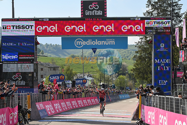 Dan Martin (IRL) Israel Start-Up Nation wins Stage 17 of the 2021 Giro d'Italia, running 193km from Canazei to Sega Di Ala, Italy. 26th May 2021.  <br /> Picture: LaPresse/Marco Alpozzi | Cyclefile<br /> <br /> All photos usage must carry mandatory copyright credit (© Cyclefile | Marco Alpozzi/LaPresse)
