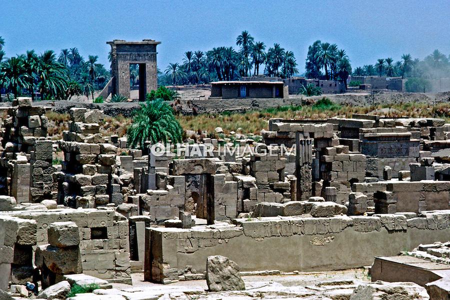 Ruínas do Templo de Karnak em Luxor. Egito. 1985. Foto de João Caldas.