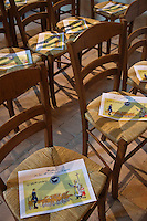 Europe/France/Centre/41/Loir-et-Cher/Sologne/Bauzy: CHaises de léglise lors de la Messe de la Saint-Hubert avec bénédiction des chiens  avant la Chasse à Courre - Equipage de Chasse à Courre: Equipage dela Forêt des Loges // Europe/France/Centre/41/Loir-et-Cher/Sologne/Bauzy: Mass of Saint Hubert before riding to hound