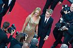 """70eme Festival International du Film de Cannes. Montee de la ceremonie de cloture, vues du toit du Palais . 70th International Cannes Film Festival. Vew from rof top of closing red carpet<br /> <br /> Thurman, Uma; Hawke-Thurman, Roan (""""Levon"""")"""