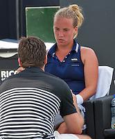 Den Bosch, Netherlands, 08 June, 2016, Tennis, Ricoh Open, Richel Hogenkamp (NED) talking to her coach Raemon Sluiter (NED) during changeover<br /> Photo: Henk Koster/tennisimages.com