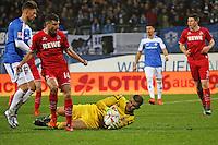 Timo Horn und Jonas Hector (Koeln) gegen Tobias Kempe (Darmstadt) - SV Darmstadt 98 vs. 1. FC Koeln, Stadion am Boellenfalltor