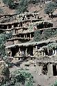 Irak 1985<br /> Dans les zones libérées,region de Lolan, des familles déplacées dans leur nouveau village  <br /> Iraq 1985<br /> In liberated areas, district of Lolan,displaced families in their new village