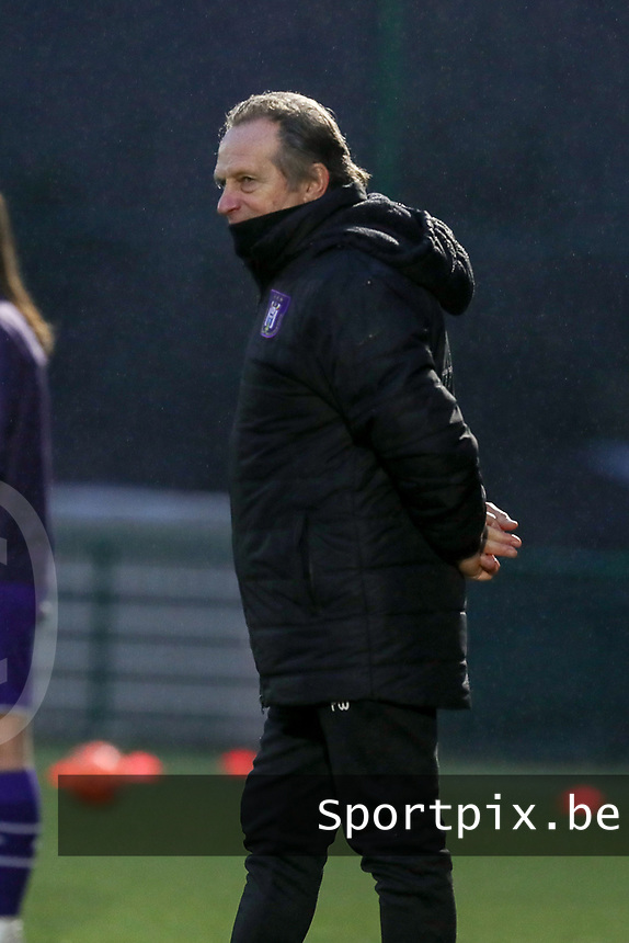 Headcoach Patrick Wachel of Anderlecht pictured during the warm up before a female soccer game between Oud Heverlee Leuven and RSC Anderlecht on the 12 th matchday of the 2020 - 2021 season of Belgian Womens Super League , sunday 31 st of January 2021  in Heverlee , Belgium . PHOTO SPORTPIX.BE | SPP | SEVIL OKTEM
