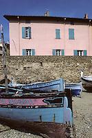 Europe/France/Languedoc-Roussillon/66/Pyrénées-Orientales/Collioure: barques catalanes et maisons sur le port<br /> PHOTO D'ARCHIVES // ARCHIVAL IMAGES<br /> FRANCE 1980