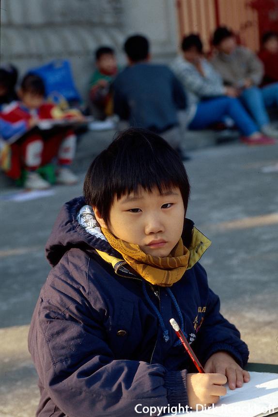 China, Guang Zhou (Kanton), Kinder beim Malunterricht