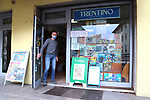 25/03/2020 in Pergine Valsugana, Italy. Most part of Europe is today on a sweeping confinement to try to slow down the spread of the Covid-19 Pandemic. <br /> At the newspaper stand<br /> Pierre Teyssot / Agence String