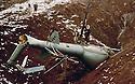 Irak 1963.Un helicoptere irakien abattu par les peshmergas.Iraq 1963.An Iraqi helicopter shot down by the peshmergas