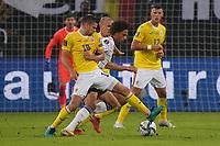 Leroy Sane (Deutschland Germany) gegen Razvan Marin (Rumänien Romania) - Hamburg 08.10.2021: Deutschland vs. Rumänien, Volksparkstadion Hamburg