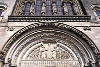 Basilique Sainte Madeleine, Veselay, Burgundy, France, Yonne, Bourgogne, Europe, wine region, Façade of the Basilique Ste-Madelaine in the town of Veselay.