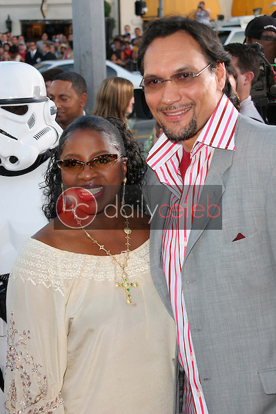 """LaTanya Jackson and Jimmy Smits<br /> at the """"Star Wars: Revenge Of The Sith"""" Los Angeles Premiere, Mann Village, Westwod, CA 05-12-05<br /> David Edwards/DailyCeleb.Com 818-249-4998"""