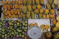 Asie/Malaisie/Bornéo/Sabah/Kota Kinabalu: Mangues et caramboles au marché