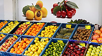 Nederland  Amsterdam   08- 01- 2021.    Vers fruit uitgestald in kratten. . Foto : ANP/ HH / Berlinda van Dam