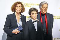 Costa Gavras et sa femme Michèle Ray-Gavras et leur petit fils, photocall d'arrivée pour la cérémonie de remise des prix de la Fondation Positive Planet de Jacques Attal, lors du soixante-dixième (70ème) Festival du Film à Cannes, Palm Beach, Cannes, Sud de la France, mercredi 24 mai 2017.