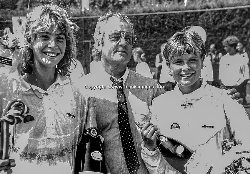 1991, August 4,  National Championschips, Warmond, Netherlands, winner Heleen van de Berg (NED) (L) her coach Cees Houweling (NED) and runner up Esmir Hoogendoorn (NED)<br /> tennisimages.com/Henk Koster