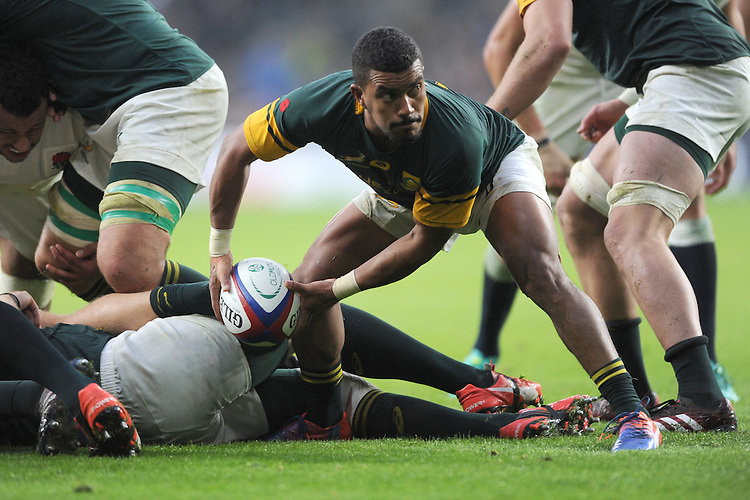 Rudy Paige of South Africa passes during the Old Mutual Wealth Series match between England and South Africa at Twickenham Stadium on Saturday 12th November 2016 (Photo by Rob Munro)