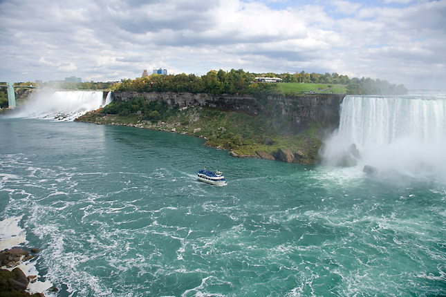 American and Horseshoe Falls from overlook
