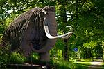 Deutschland, Bayern, Chiemgau, Siegsdorf: Nachbildung eines Mammuts namens 'RUDI' beim Siegsdorfer Naturkundemuseum | Germany, Bavaria, Chiemgau, Siegsdorf: replica of a huge mastodon (mammut) named 'RUDI' near the Siegsdorf natural history museum