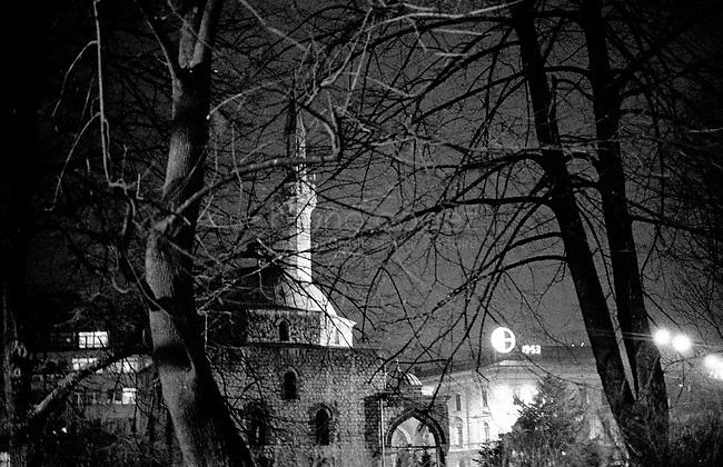 BOSNIA-HERZEGOVINA, Sarajevo, March 2003..10 years after the end of the war, I came for the first time in Sarajevo. I have in mind the images of the besieged city. The daily death, the impotence and the guilty inaction of the international community, the sad spectacle of a war in Europe. 10 years later, I walk the streets obsessed with the scars of war..A mosque in the old town center..BOSNIE-HERZEGOVINE, Sarajevo, Mars 2003..10 ans après la fin de la guerre, j'arrive pour la première fois à Sarajevo. J'ai encore en tête les images de la ville assiégée. La mort quotidienne, l'impuissance voire l'inaction coupable de la communauté internationale, le spectacle désolant d'une guerre en Europe. 10 après, je déambule dans les rues obsédé par les stigmates de la guerre..Une mosquée dans le centre ville historique..© Bruno Cogez