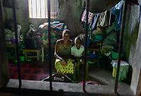 TOGO, Lome, Zentrum DZIDUDU der Organisation BNCE (Bureau National Catholique de l'Enfance) zur Betreuung von Lastentraegerinnen und Marktfrauen und deren Kindern, Wohnraum der Traegerin Katerine ADANOU und ihr Sohn Charles AMOSSOU