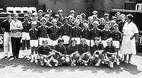 1990, Hilversum, Dutch Open, Melkhuisje, Piet en Ank van het Klooster links met hun ballenkinderen