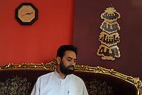 Sami Salim, Imam della Moschea El Fath.Associazione islamica culturale.Situata in un quartiere dove risiede una comunità musulmana molto numerosa, in questa moschea si incontrano i fedeli per le cinque preghiere del giorno e per quella del venerdì.Si tengono corsi di arabo e di religione per bambini musulmani. I responsabili della moschea promuovono incontri con comunità cattoliche..Sami Salim, Imam of El Fath Mosque .Islamic Cultural Association. Located in a neighborhood where a very large Muslim community, in this mosque the faithful come together for the five prayers of the day and that of Friday. You take courses in Arabic and religion to Muslim children. .The leaders of the mosque promote meetings with the Catholic community......